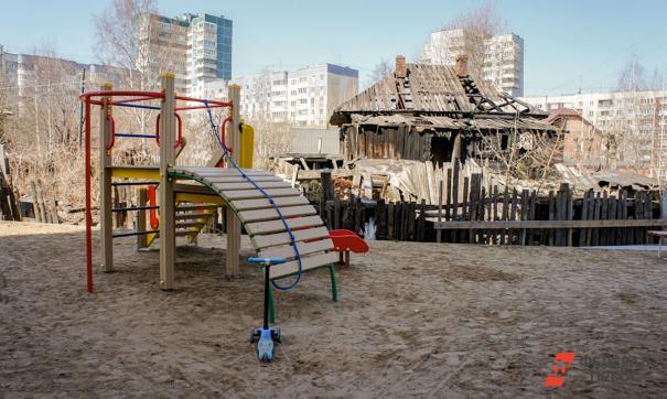 По версии следствия, во время пожара мужчина вывел сожительницу на улицу, а ребенка оставил в доме