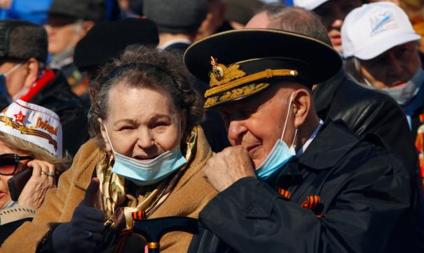 Пенсионеры и военные