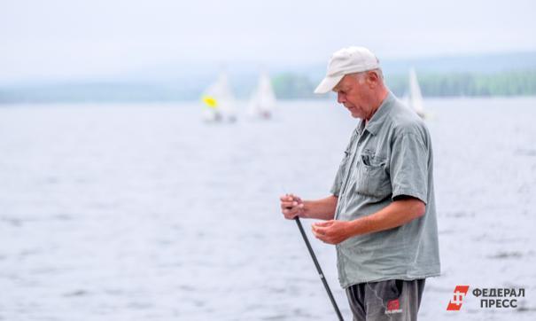 Мужчина на рыбалке