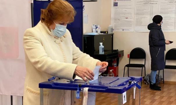 Глава муниципалитета проголосовала на выборах в Госдуму