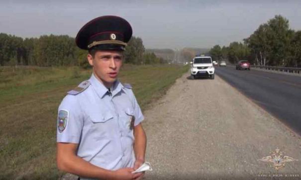 Сержант полиции Иван Тузиков спас мужчину из горящей машины