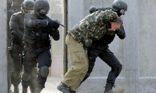 Дилеров задержал отряд спецназа