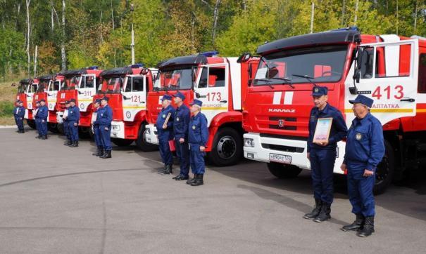 Речь идет о современных пожарных цистернах на базе автомобиля КамАЗ