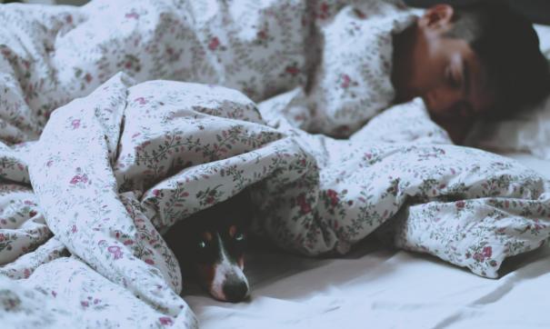 Как спать, чтобы быть красивыми и здоровыми: советы врача