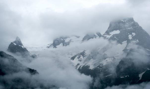 Число погибших при сходе ледника в КЧР увеличилось до двух