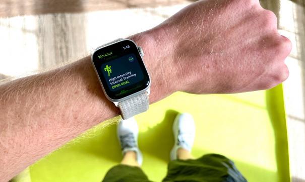 Главным нововведением Apple Watch Series 7 стал большой экран