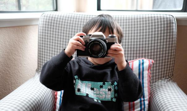 Мать заметила опасный тип рака у сына по фотографии