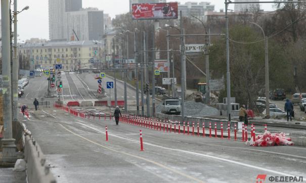 Макаровский мост полностью откроют для автомобилей через 5 недель
