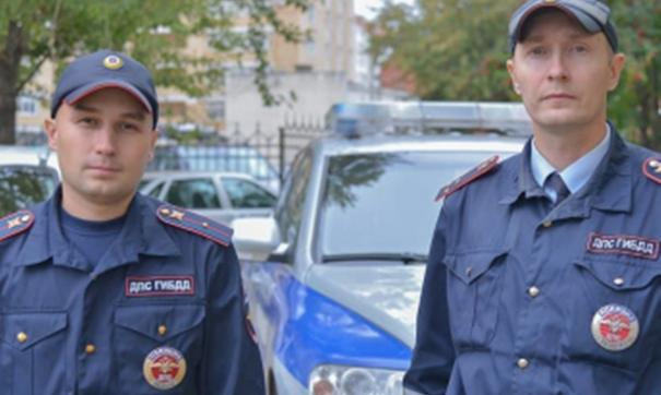 Наградят старшего лейтенанта полиции Владимира Макарова и младшего лейтенанта Константина Калинина