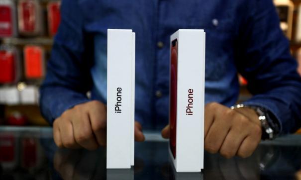 Смартфоны будут выпущены в пяти цветах – розовом, синем, черном, белом и красном