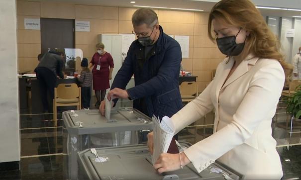 Радий Хабиров предпочел голосовать очно, в отличие от многих коллег-политиков