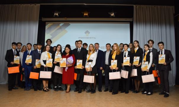 Выпускники «Роснефть-классов» могут пройти в профильные вузы на целевое