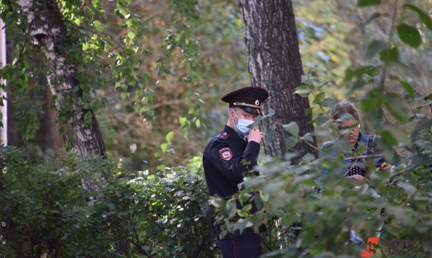 полицейский в лесу