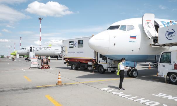 Самолет столкнулся с топливозаправщиком в аэропорту Астрахани