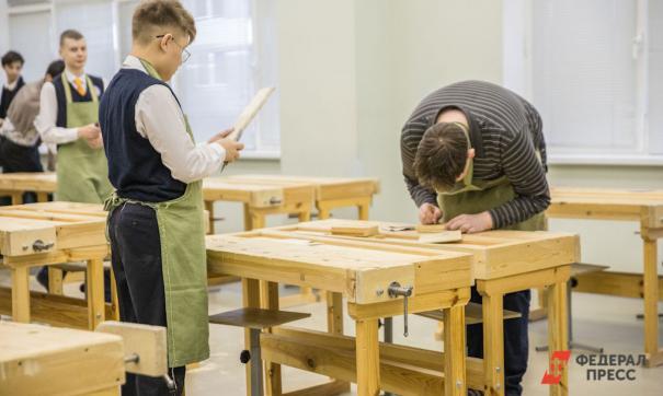 На выбор школьникам предлагают 65 профессий