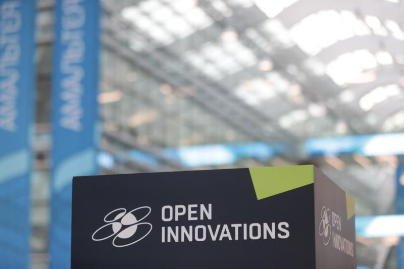 На форуме «Открытые инновации» в «Сколково» состоялась дискуссия о цифровом мире с участием Дмитрия Медведева
