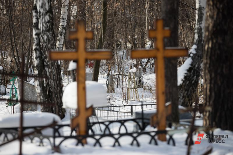 Мусор на кладбищах