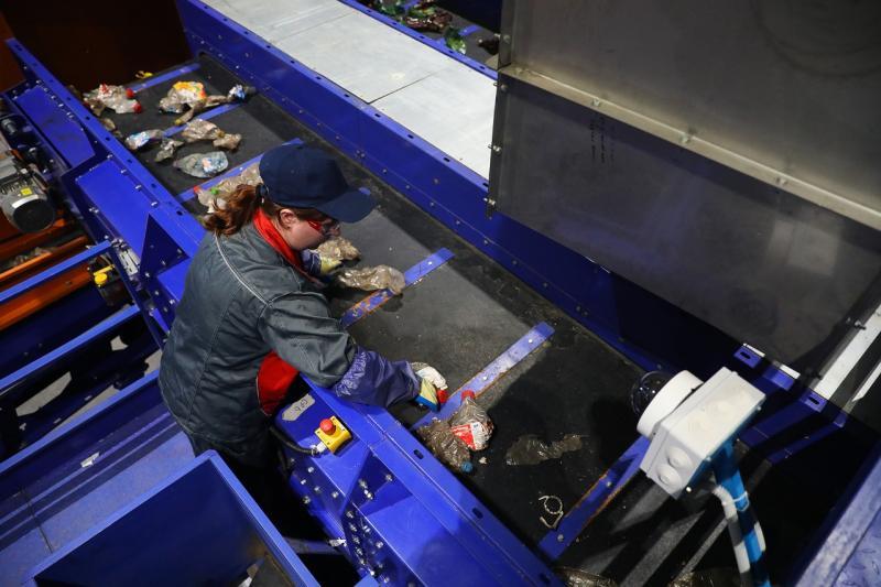 Современное оборудование позволяет переработать весь пластик, который образуется в регионе