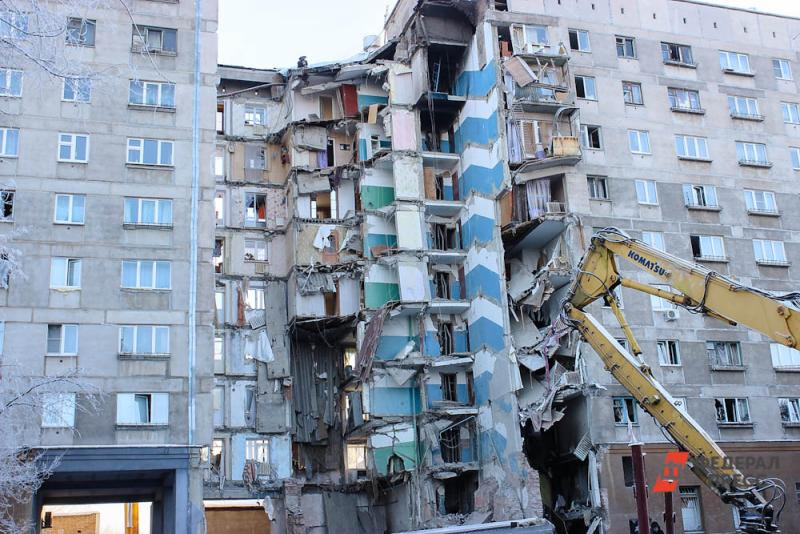 Из-за взрыва обрушился целый подъезд десятиэтажки