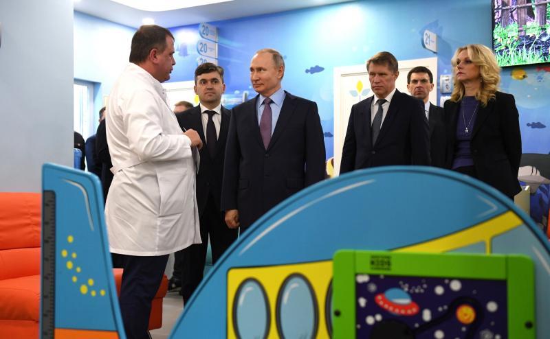 Путин осмотрел новую детскую поликлинику в Иваново