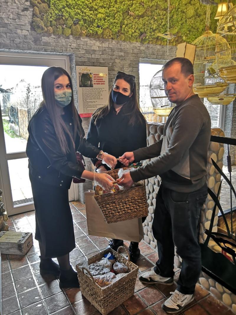 Сотрудники собрали средства для зоопитомника