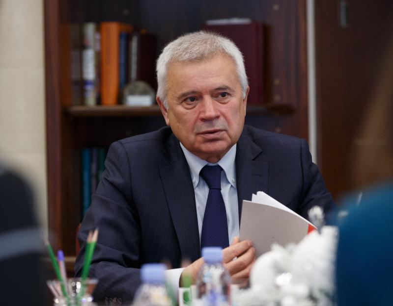 Поступок президента ПАО «Лукойл» Вагита Алекперова ( на фото)  глава региона назвал  благородным и привел его как достойный пример  активного участия бизнеса  в борьбе с распространением COVID-19