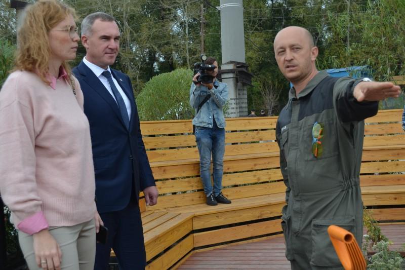 Александр Андросов показывает парк