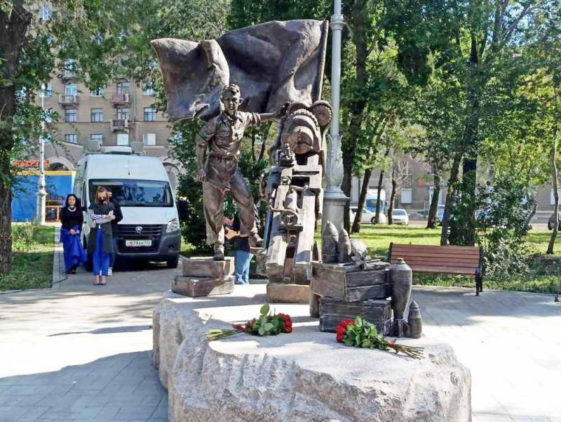 В Магнитогорске открыли памятник Военное детство