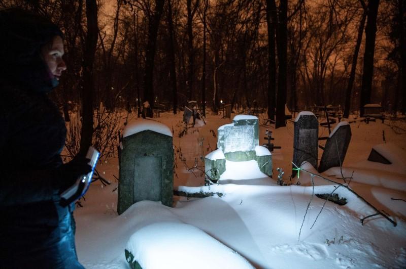 Экскурсия по кладбищам