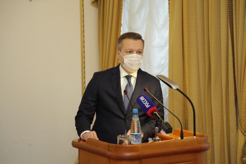 Доклад о бюджете на ближайшие три года парламенту представил глава Финансового управления региона Константин Ермаков