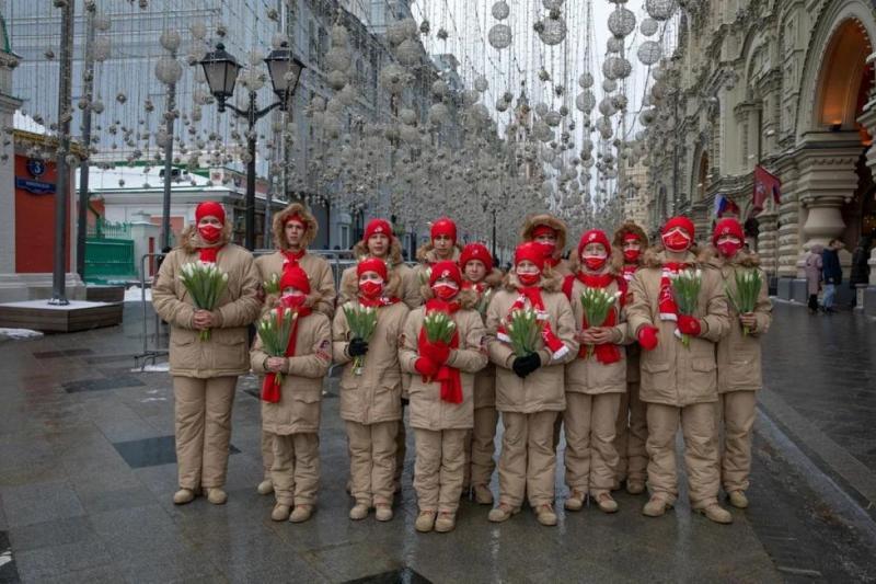 Юнармейцы поздравили россиянок почти во всех субъектах РФ