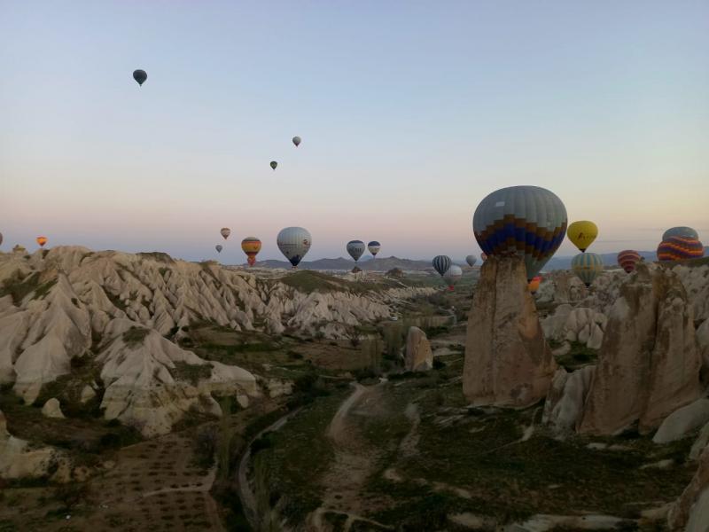 Во время отдыха туристы успели полетать на воздушном шаре в Каппадокии