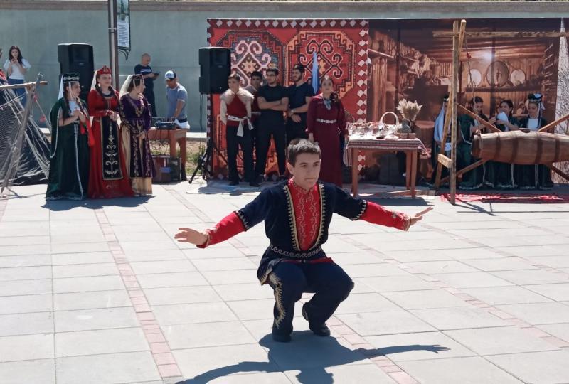 Танцы армян