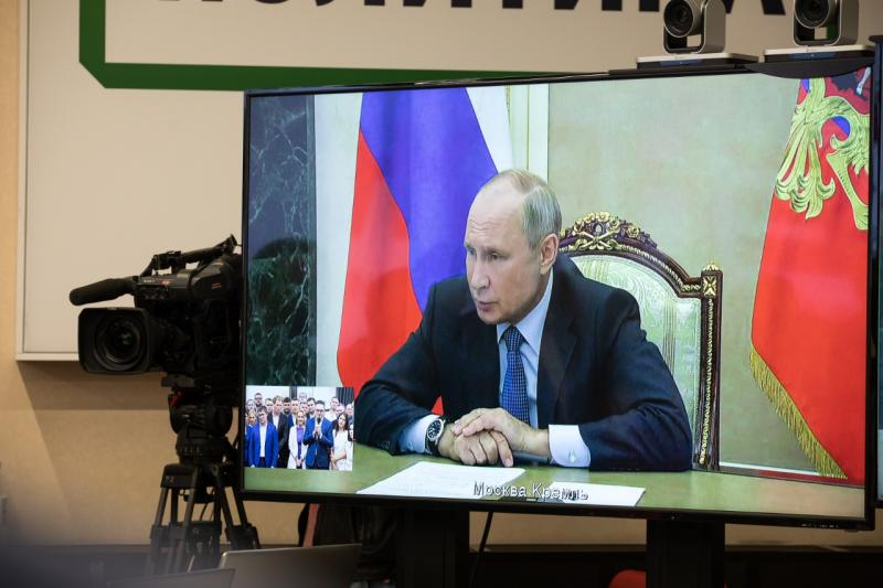 Президент поговорил с участниками четвертого сезона программы