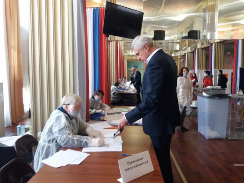 Сергей Носов голосует