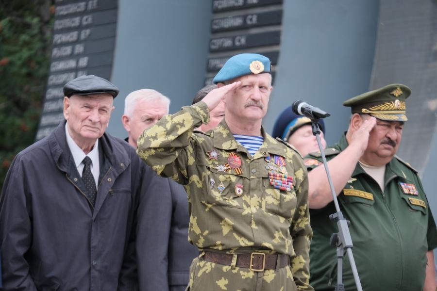 В Екатеринбурге отмечают День Воздушно-десантных войск ...